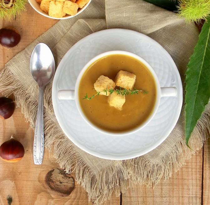 Sopa de legumes com castanha aromatizada com tomilho