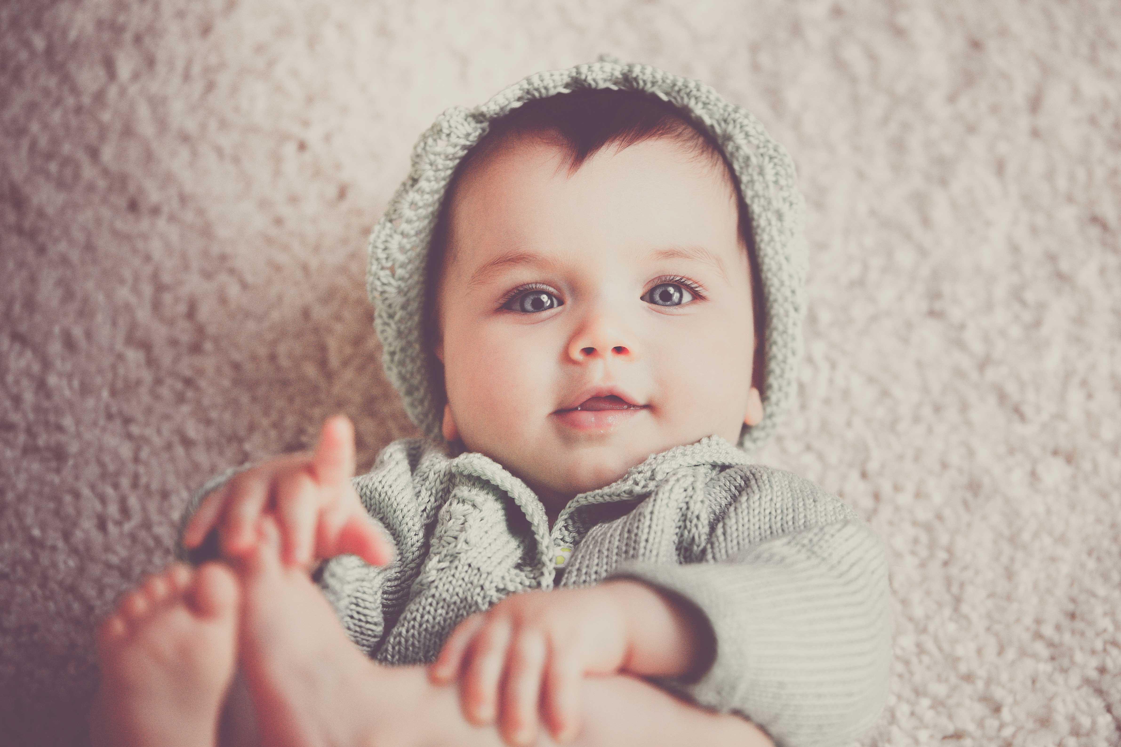 5 sinais de que o seu bebé está muito cansado e precisa de dormir mais