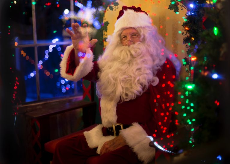 d61525128c1 O Pai Natal vai estar presente em vários sítios do país para receber as  cartas com os últimos pedidos. Pegue no papel e aponte  chegam todos dia 1  de ...