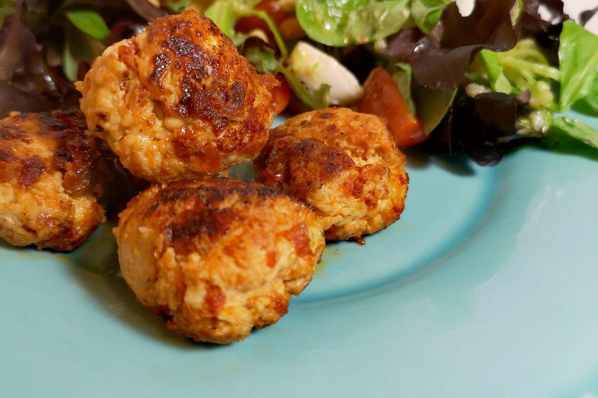 Almôndegas de Frango com Tomate Seco e Queijo Feta