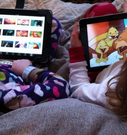 É a tecnologia a má da fita? Saiba porque deve limitar o uso de ecrãs no dia a dia do seu filho