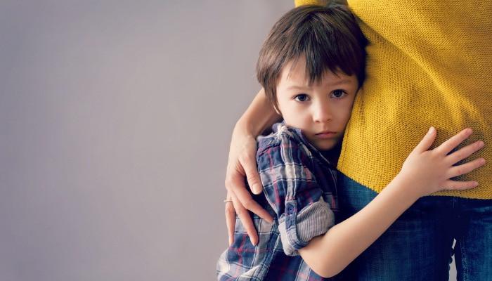 """""""Mãe, não me deixes aqui, não te vás embora!"""" Ansiedade de separação: saiba quando deve procurar ajuda"""